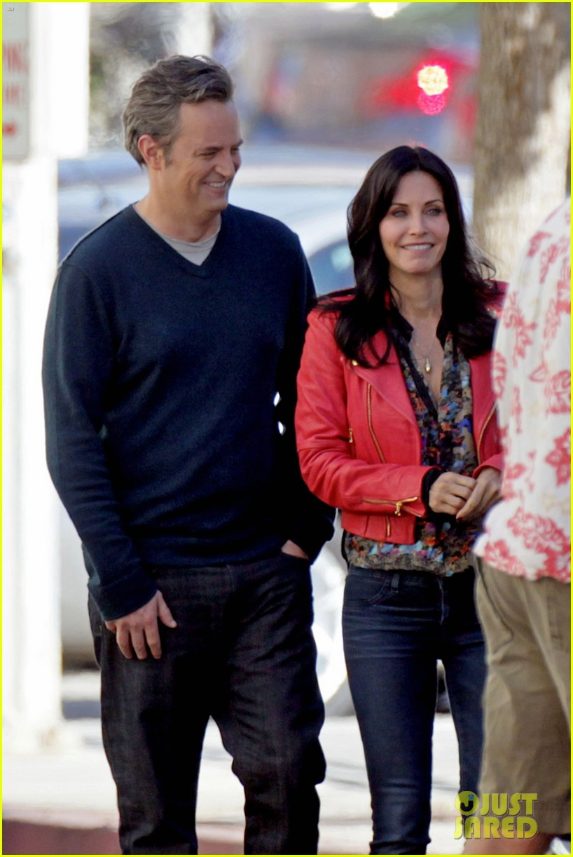 courteney cox matthew perry reunite for cougar town 02
