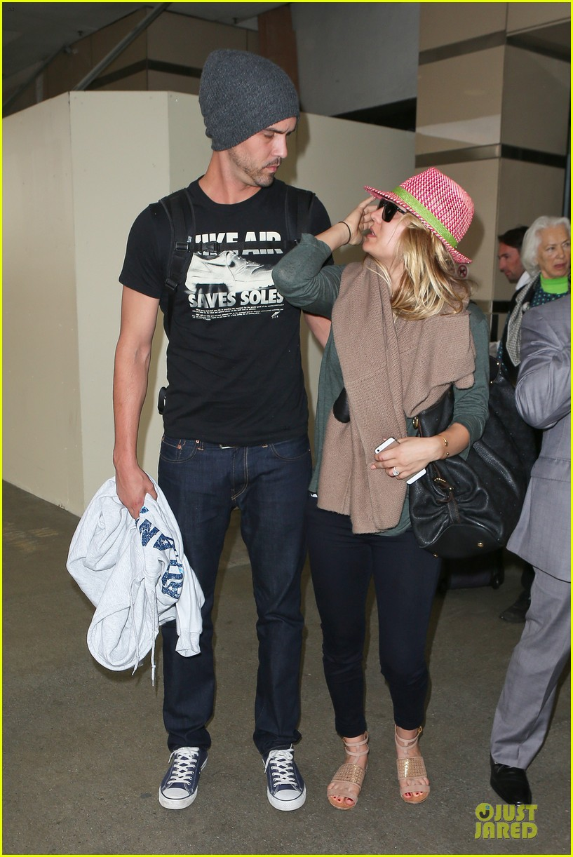 kaley cuoco ryan sweeting lax arrival after bahamas vacay 13