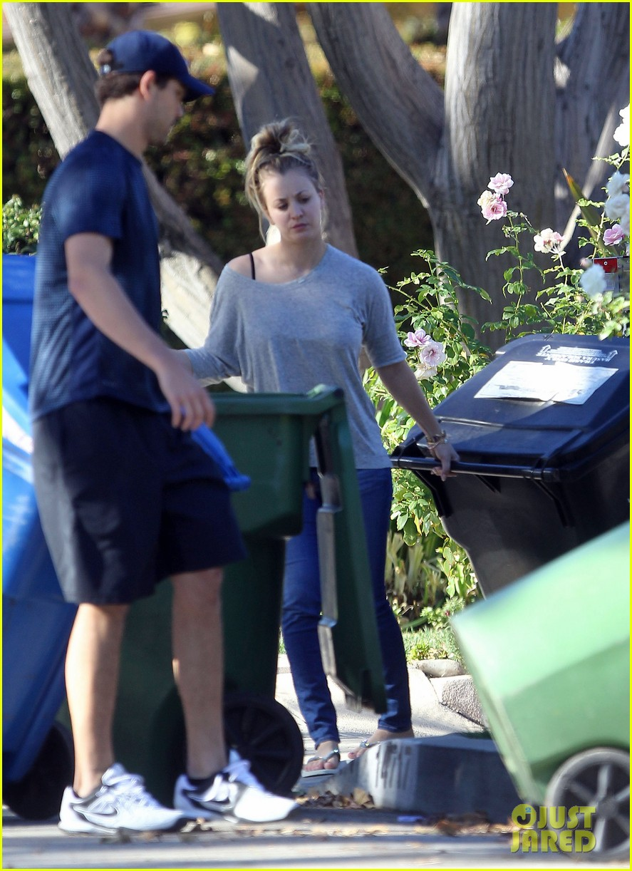 kaley cuoco ryan sweeting celebrate first christmas together 063017979