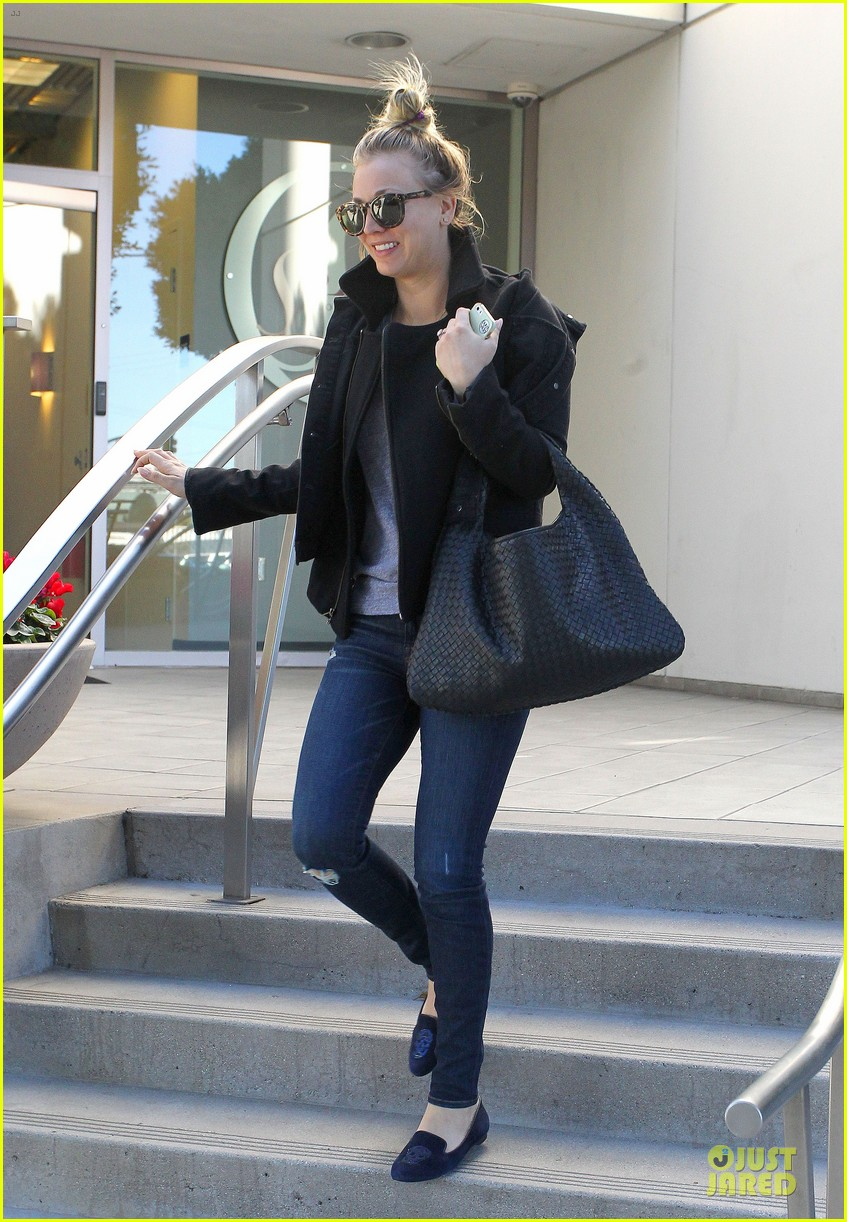 kaley cuoco hair appointment before the new year 143018569