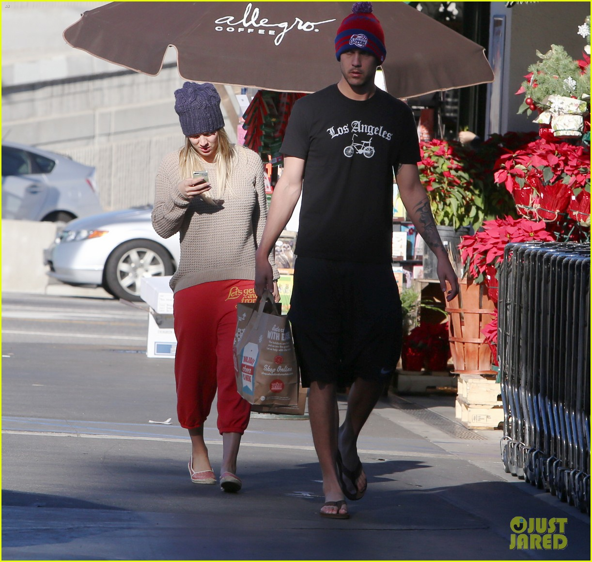 kaley cuoco ryan sweeting whole foods twosome 03