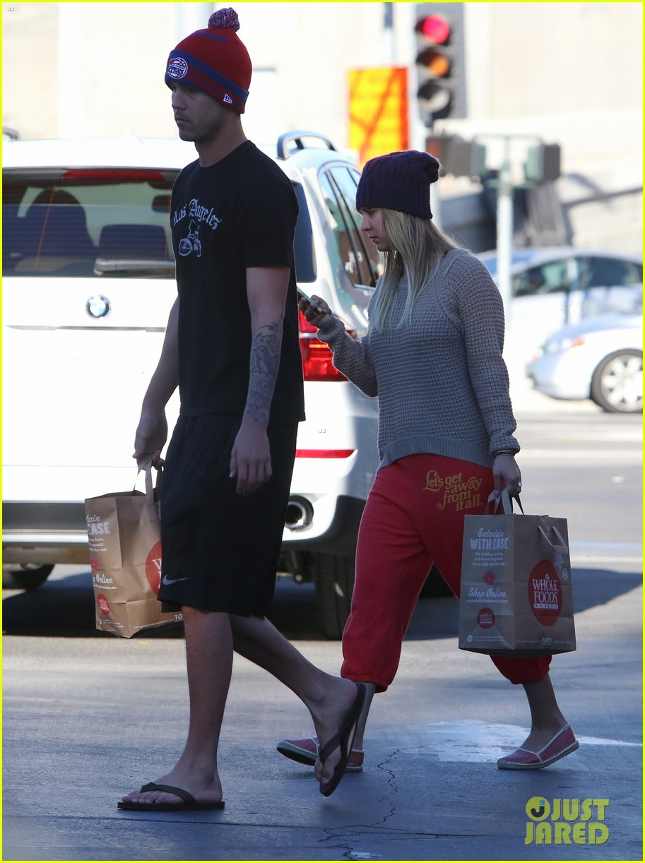 kaley cuoco ryan sweeting whole foods twosome 08