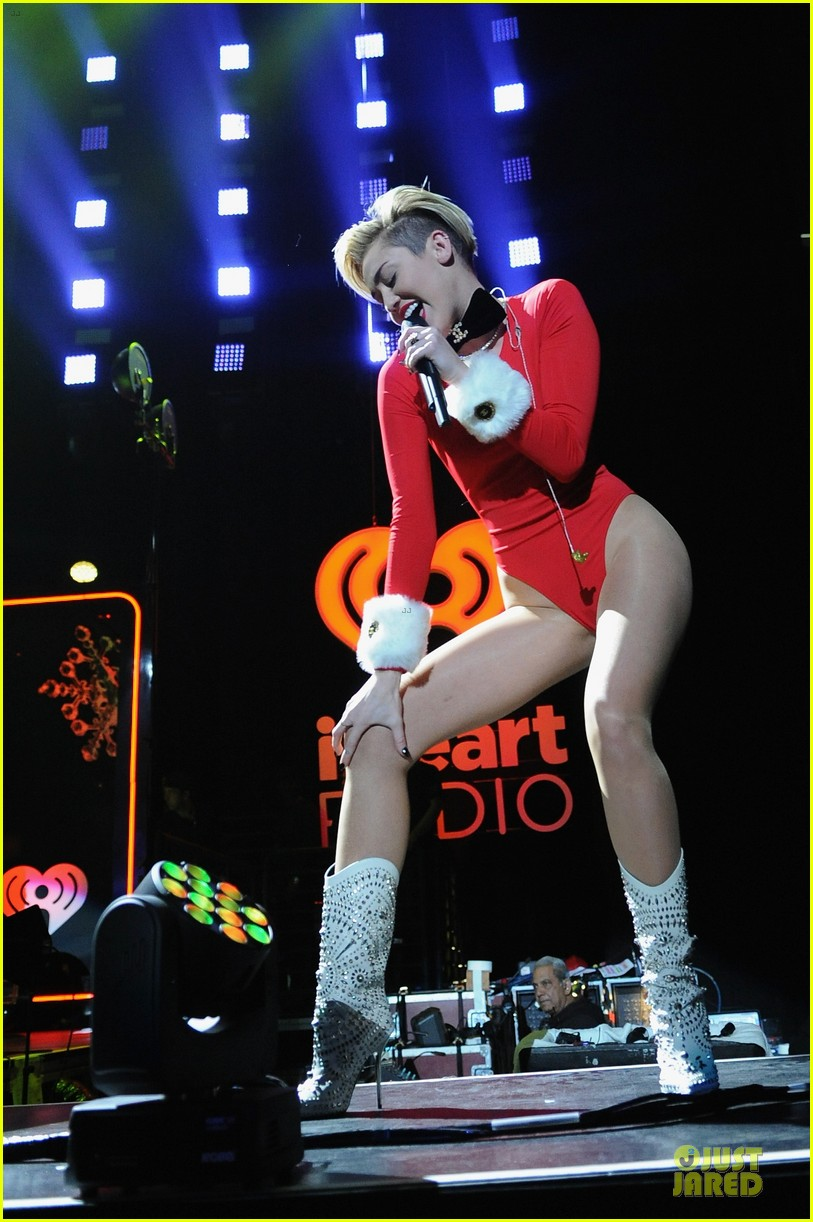 miley cyrus backstage at power 961 jingle ball 2013 203010334