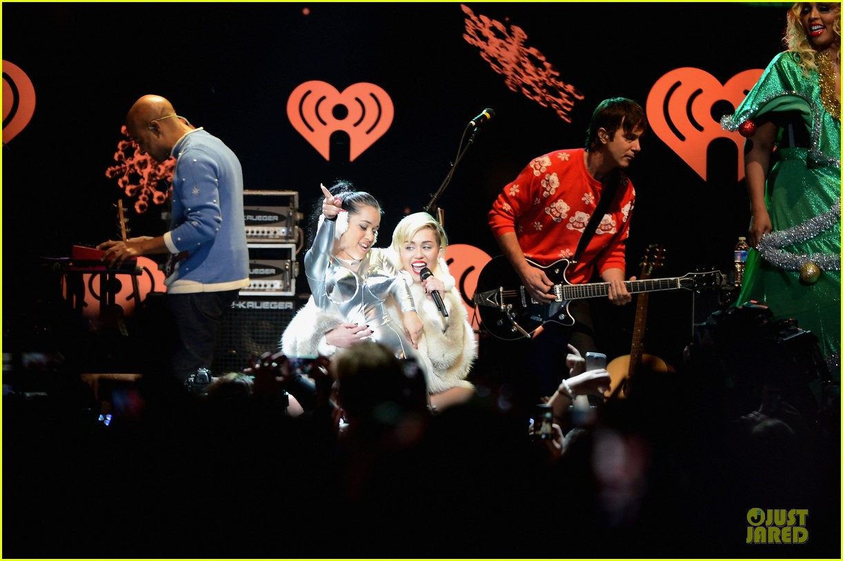 miley cyrus white hot for hot 995 jingle ball 2013 09