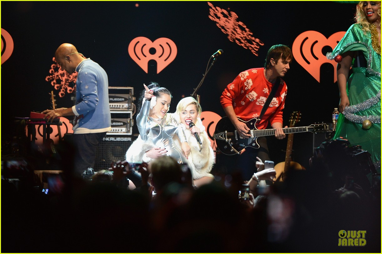 miley cyrus white hot for hot 995 jingle ball 2013 11