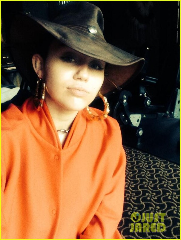 miley cyrus shares family fist fight christmas photo 03