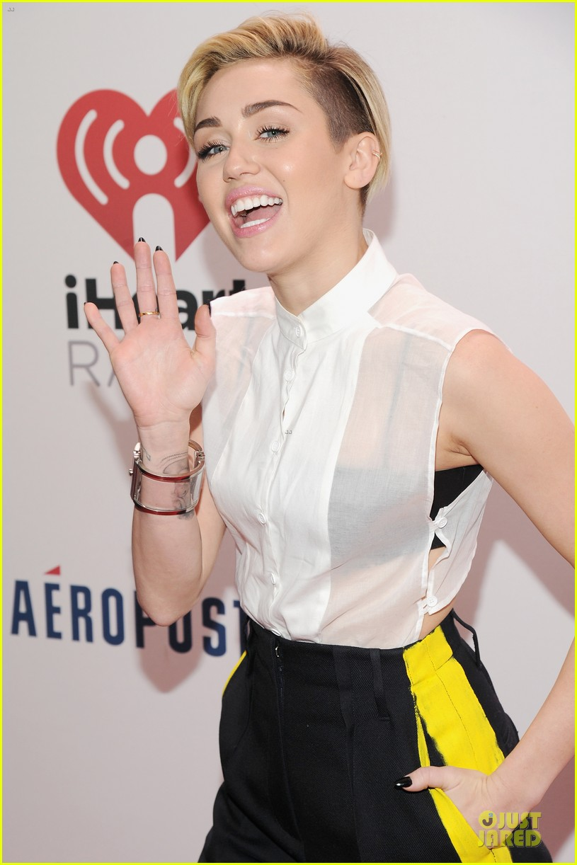 miley cyrus sheer top at z100 jingle ball 07
