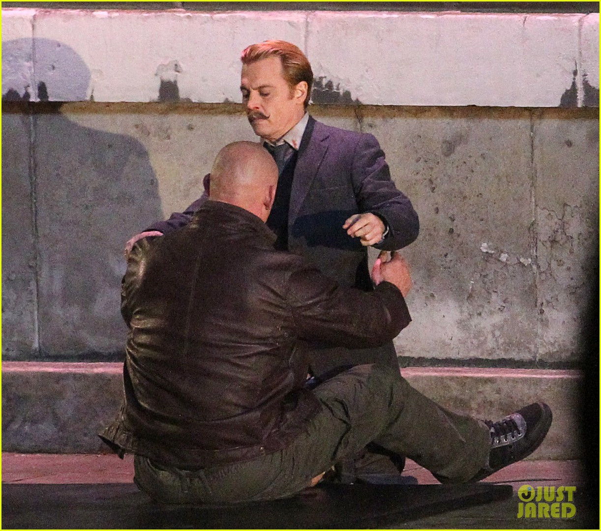 johnny depps pants fall to the ground while filming mortdecai 13