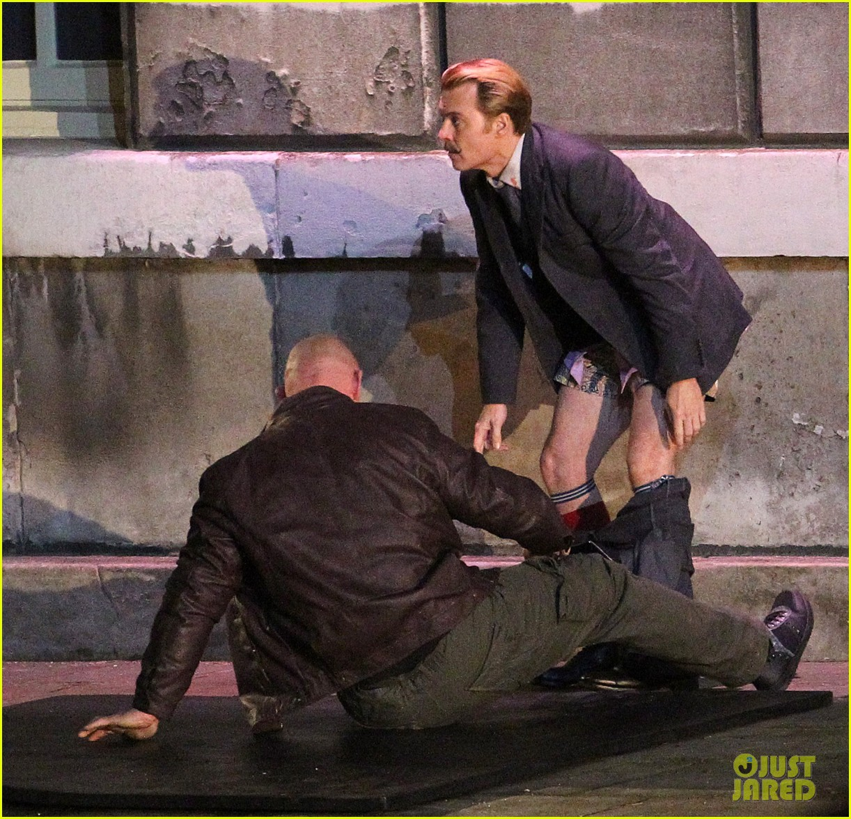johnny depps pants fall to the ground while filming mortdecai 143008476