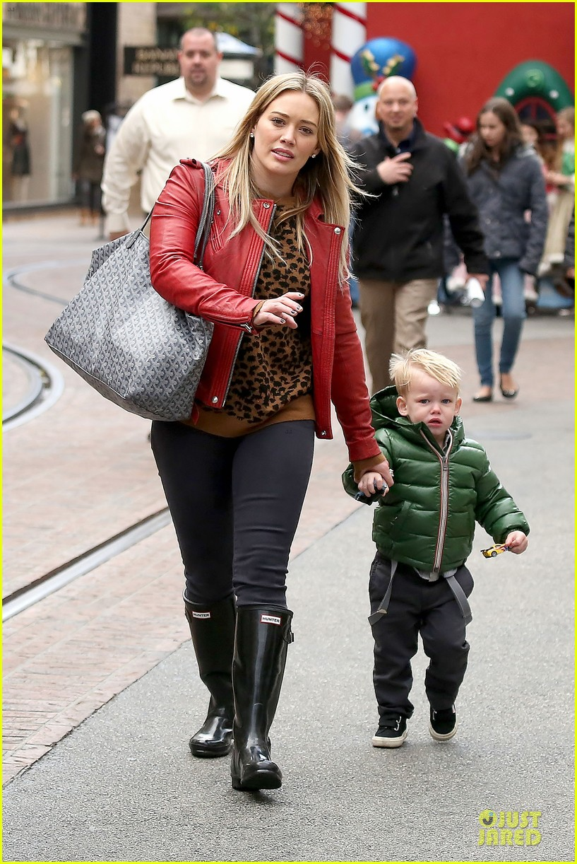 hilary duff santa claus visit with luca 16