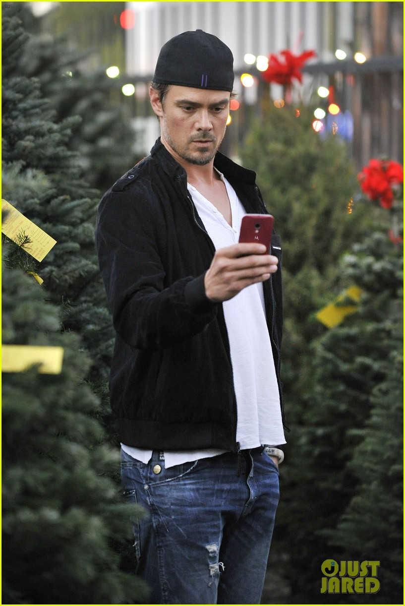 josh duhamel christmas tree shopping after trevorlive la 2013 253009746