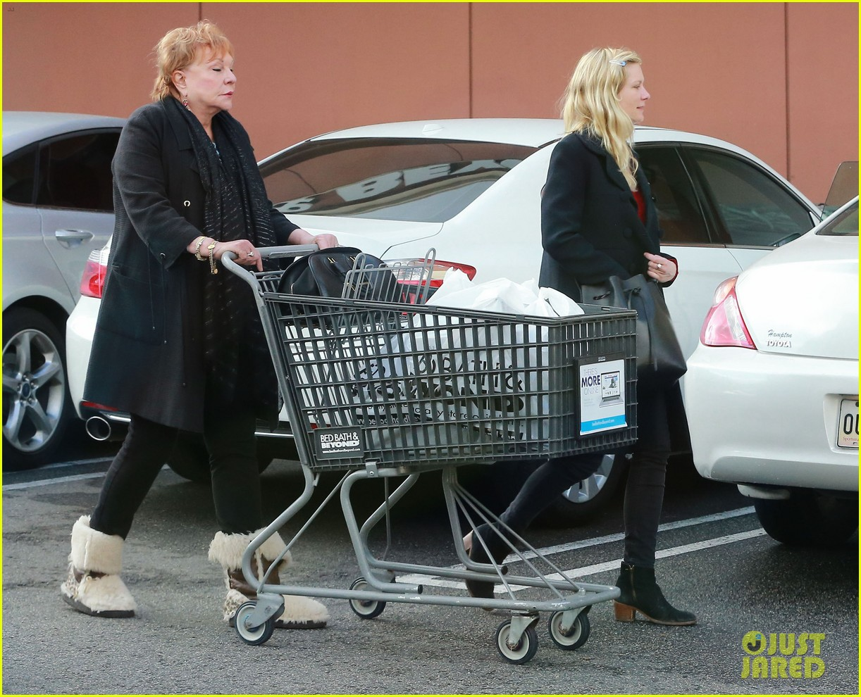 kirsten dunst saturday shopping mom inez 153007751