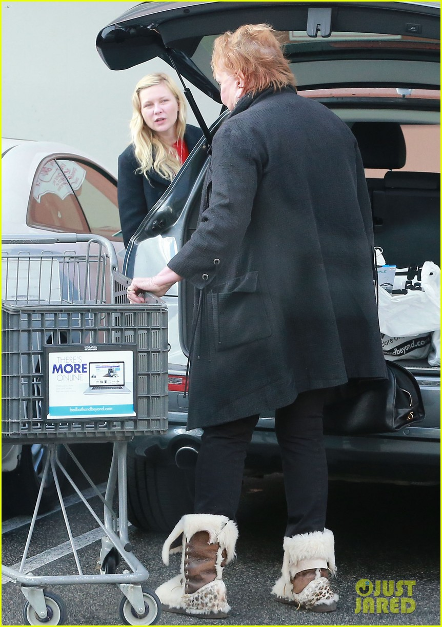 kirsten dunst saturday shopping mom inez 163007752