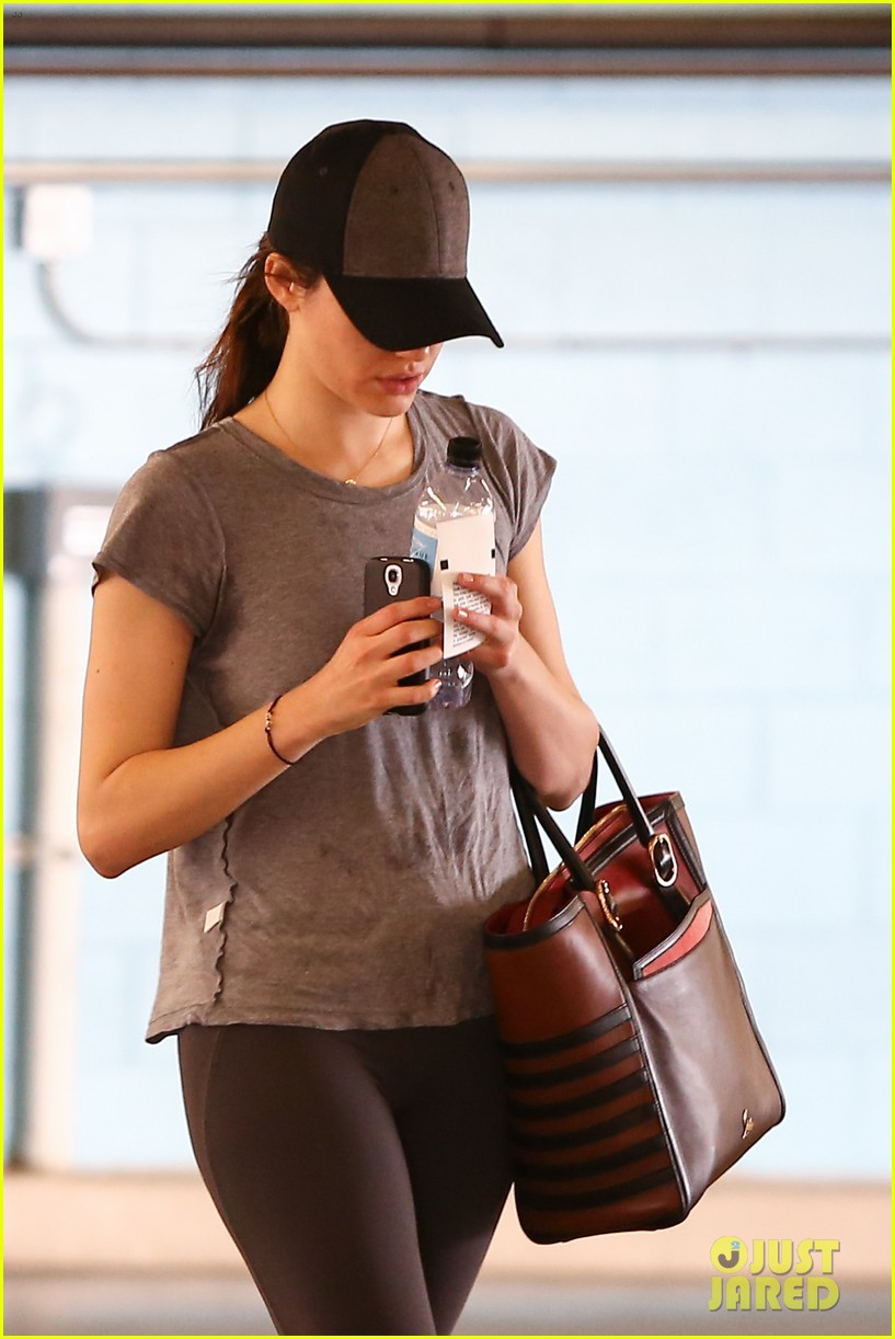 emmy rossum workout after long night rest 04