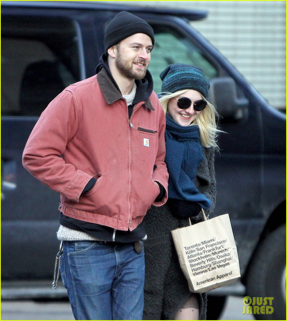 dakota fanning boyfriend jamie stratchan walk arm in arm in new york city 02