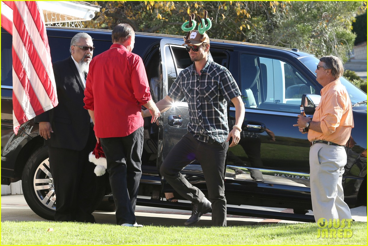 fergie josh duhamel celebrate christmas with baby axl 223017693