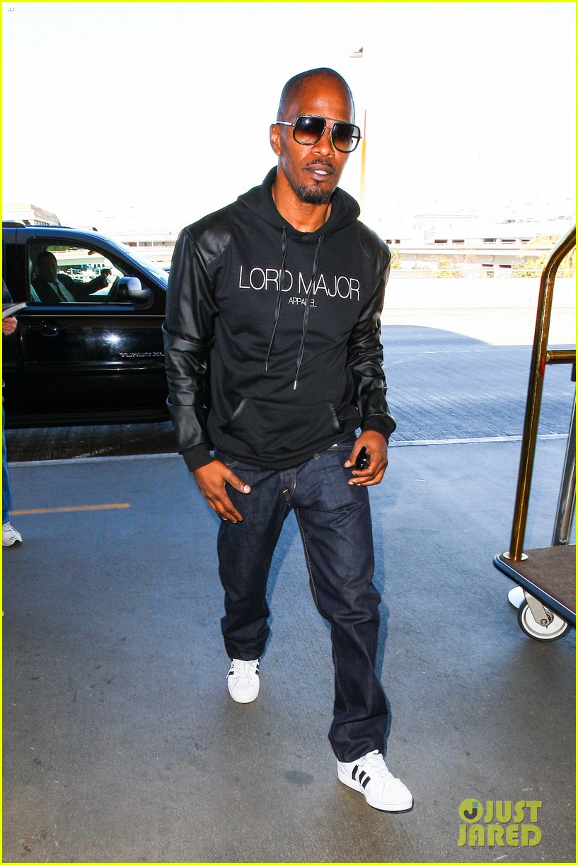jamie foxx sends kwanzaa greetings before taking flight 073018097