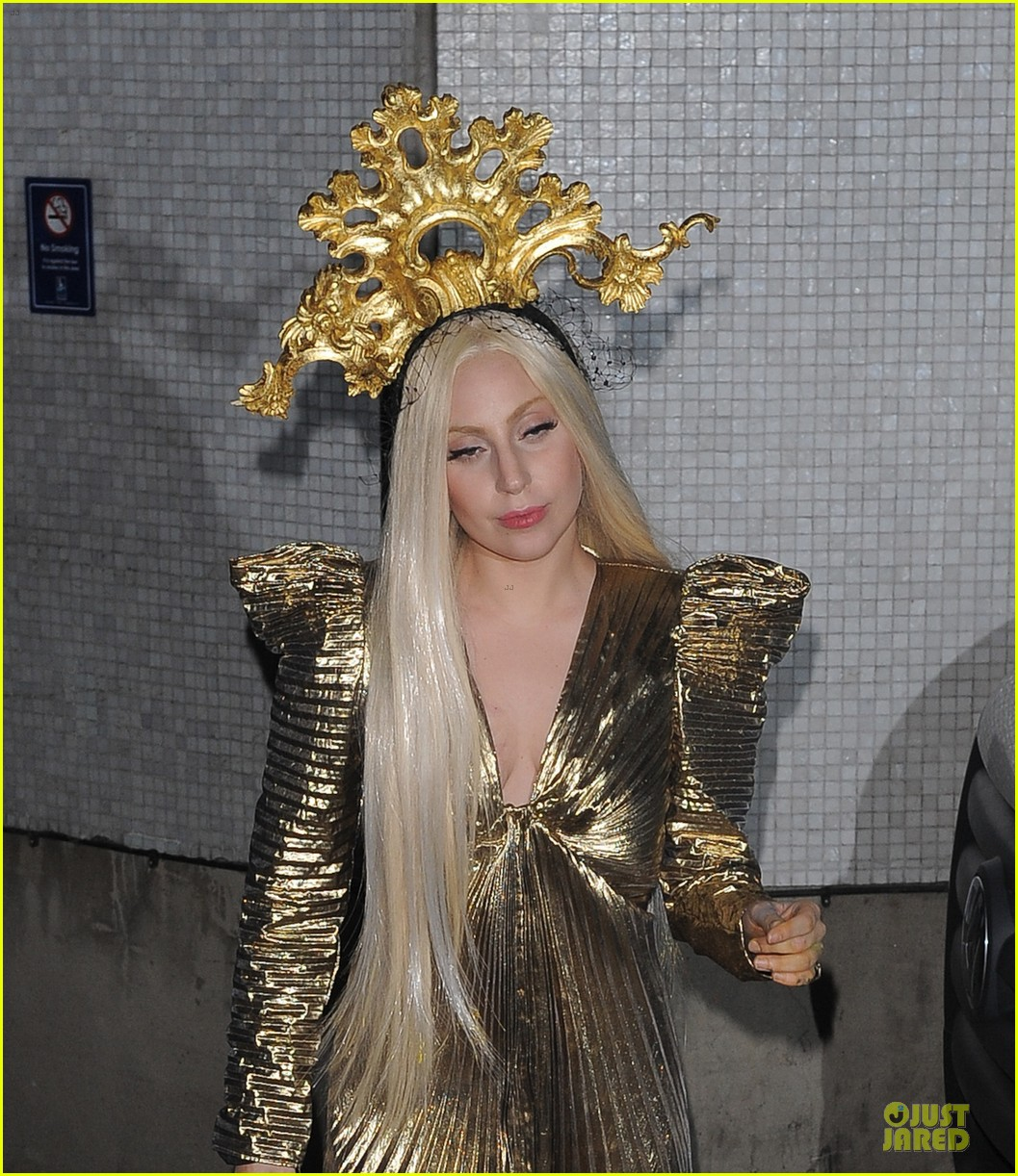 lady gaga rocks golden headpiece for artpop promo 023005047