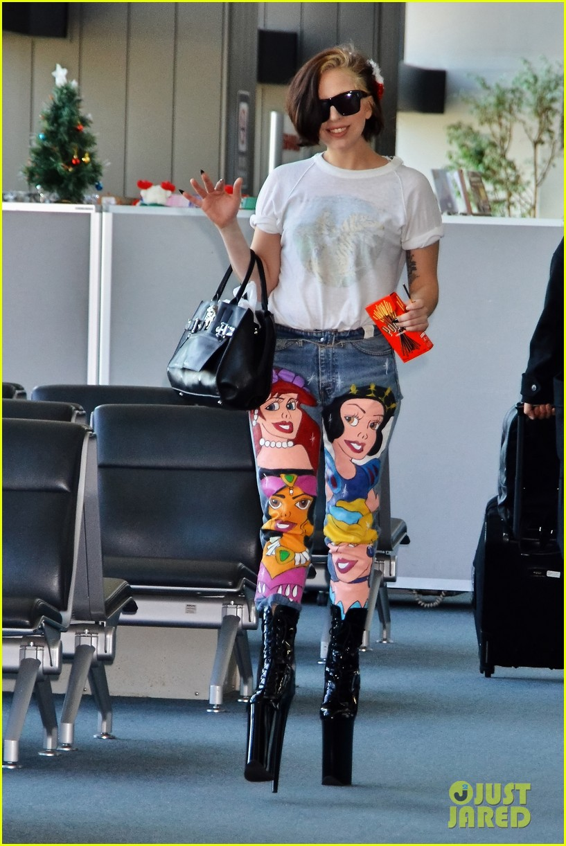 lady gaga shows off natural hair disney princess jeans 04