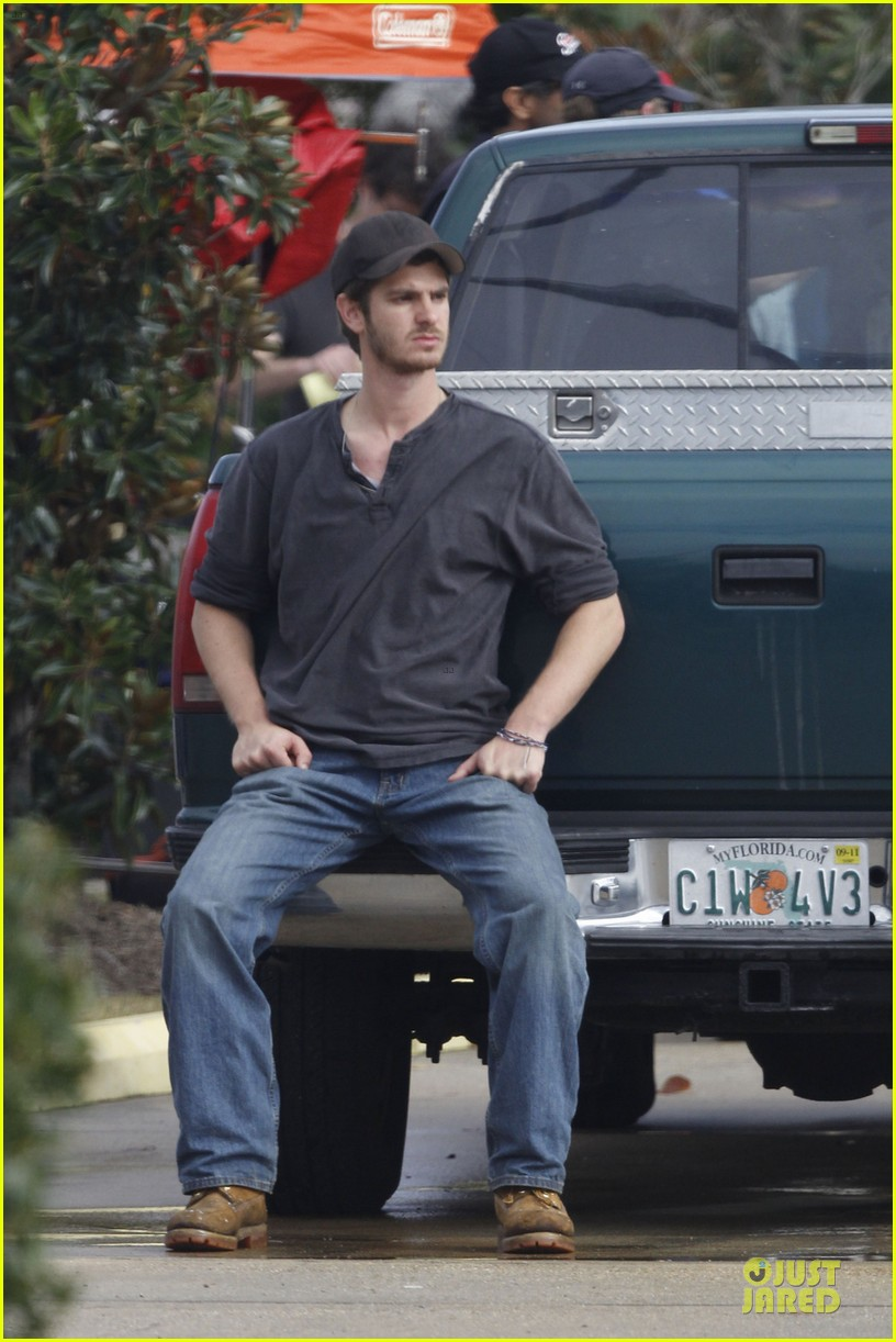 andrew garfield 99 homes set with michael shannon 033004431