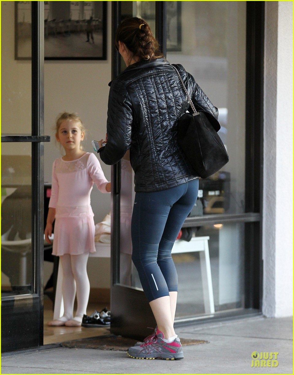 jennifer garner wraps week with seraphina ballet class 12