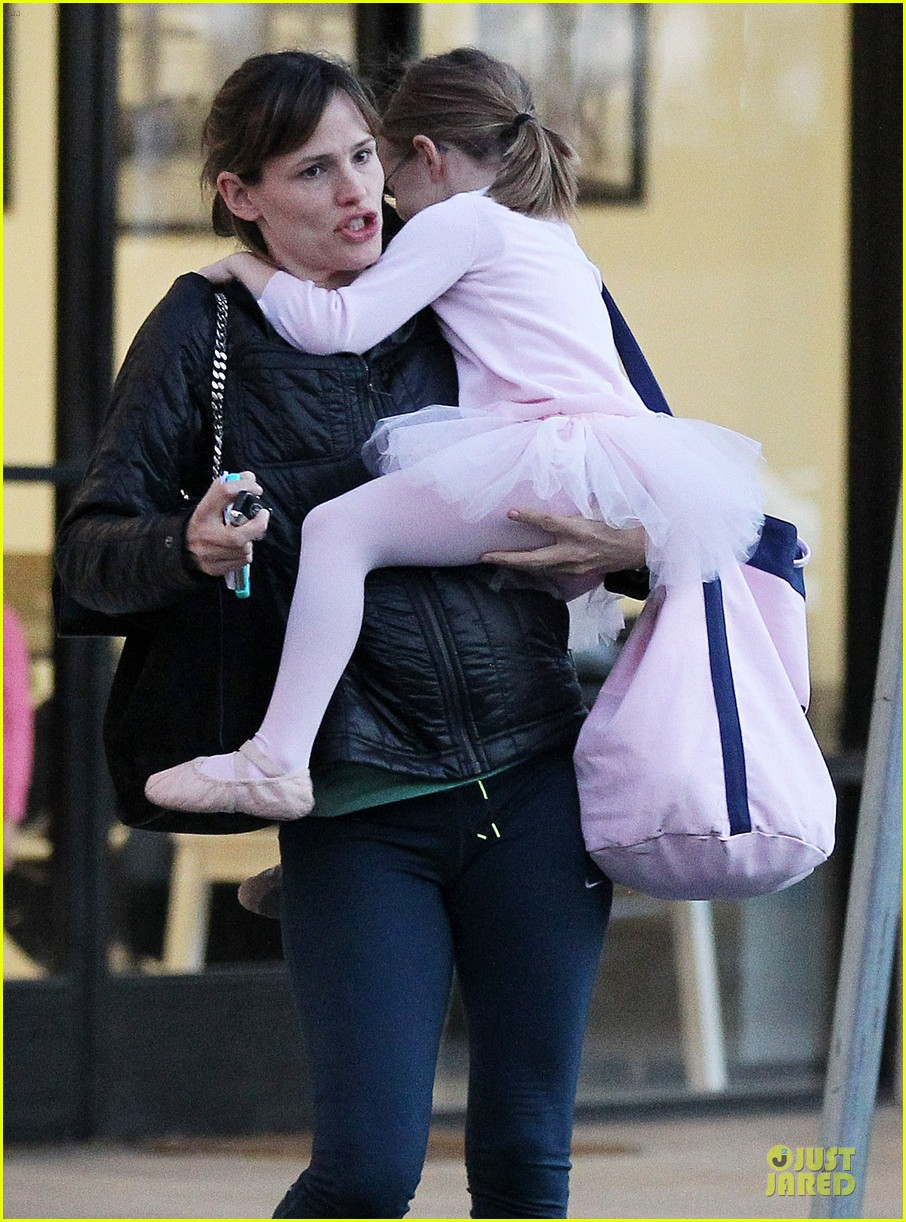 jennifer garner wraps week with seraphina ballet class 13