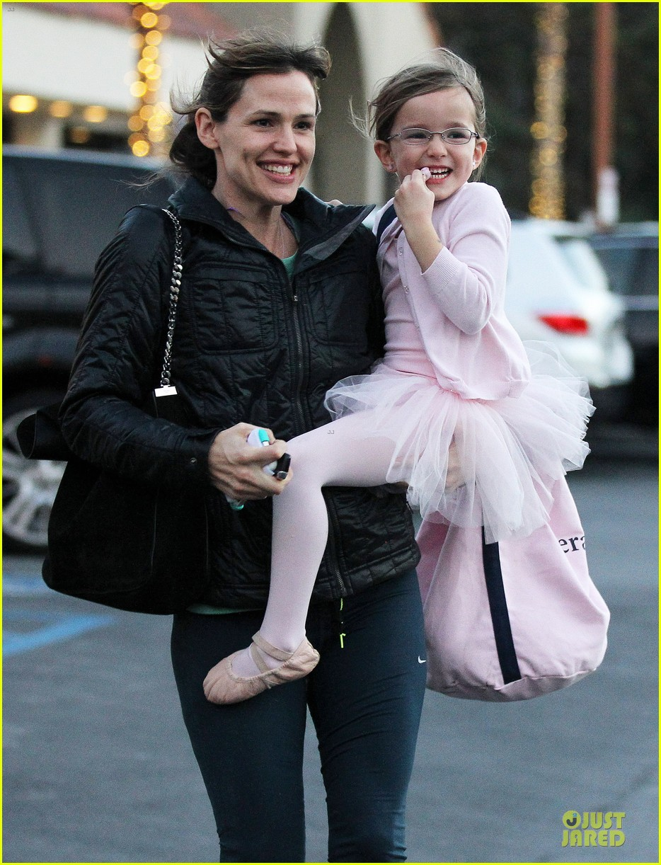 jennifer garner wraps week with seraphina ballet class 20