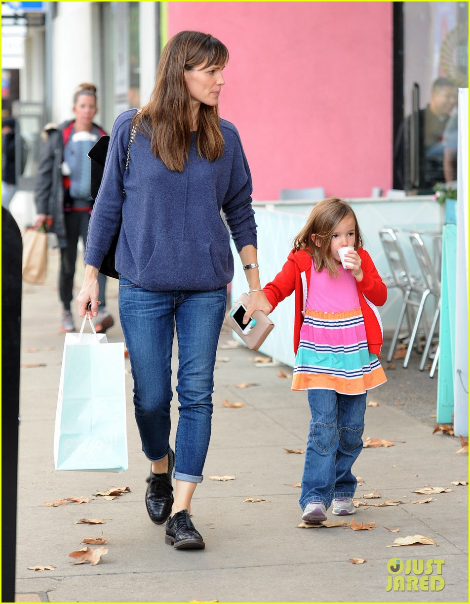 jennifer garner gets ready for christmas picks up gifts 18