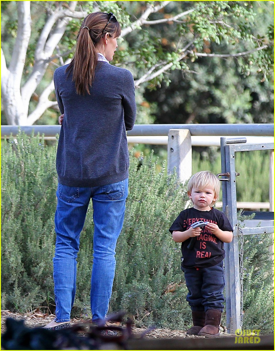 jennifer garner haircut for lollipop lovin samuel 12
