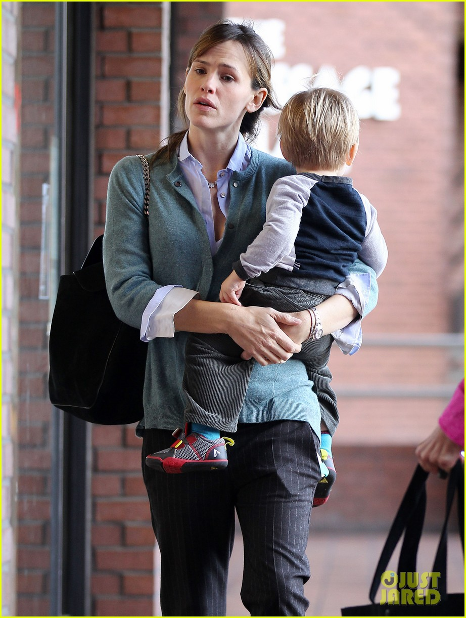jennifer garner bradley cooper shares sweet first memory 143013774