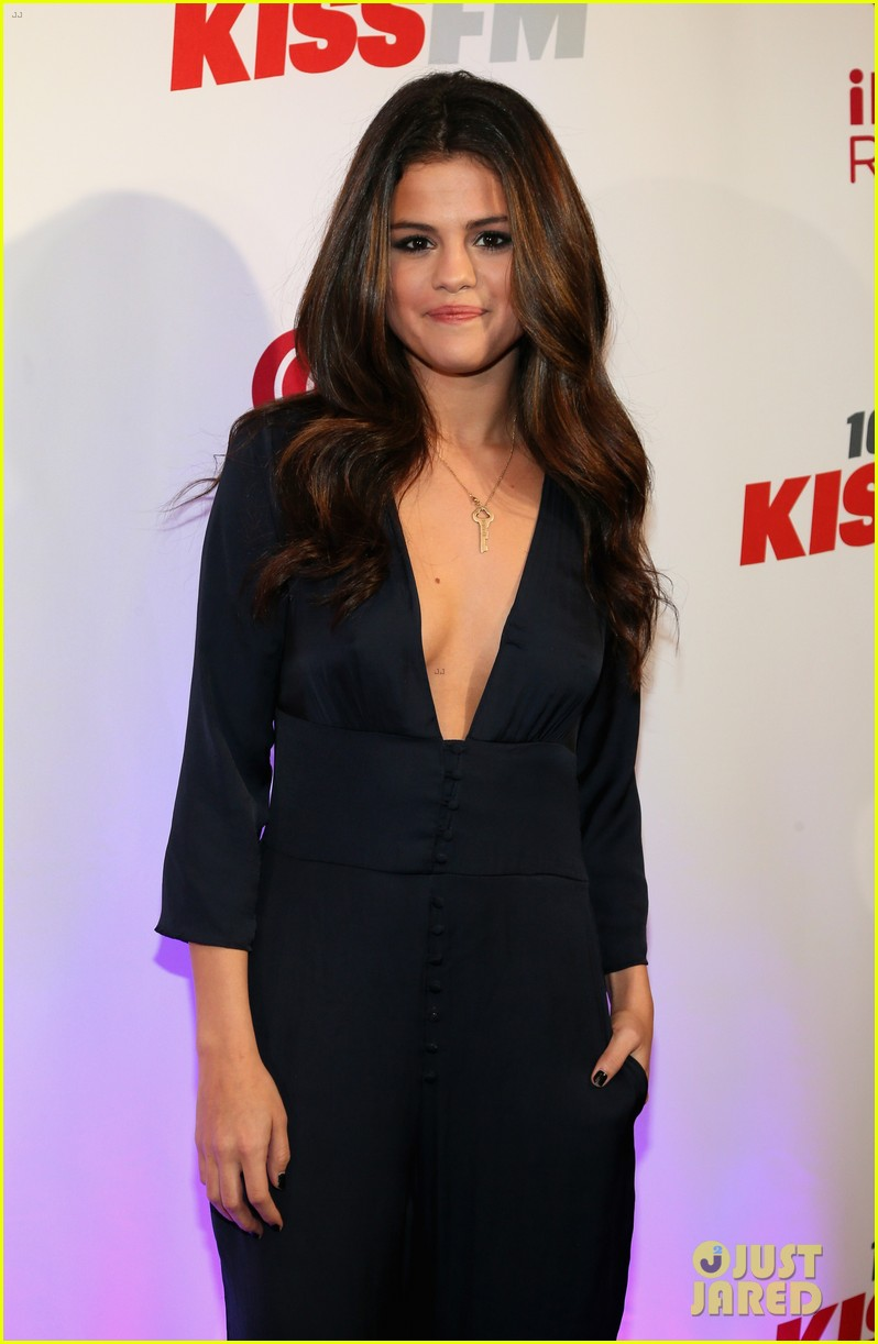 selena gomez ariana grande 1061 kiss fm jingle ball 073003803