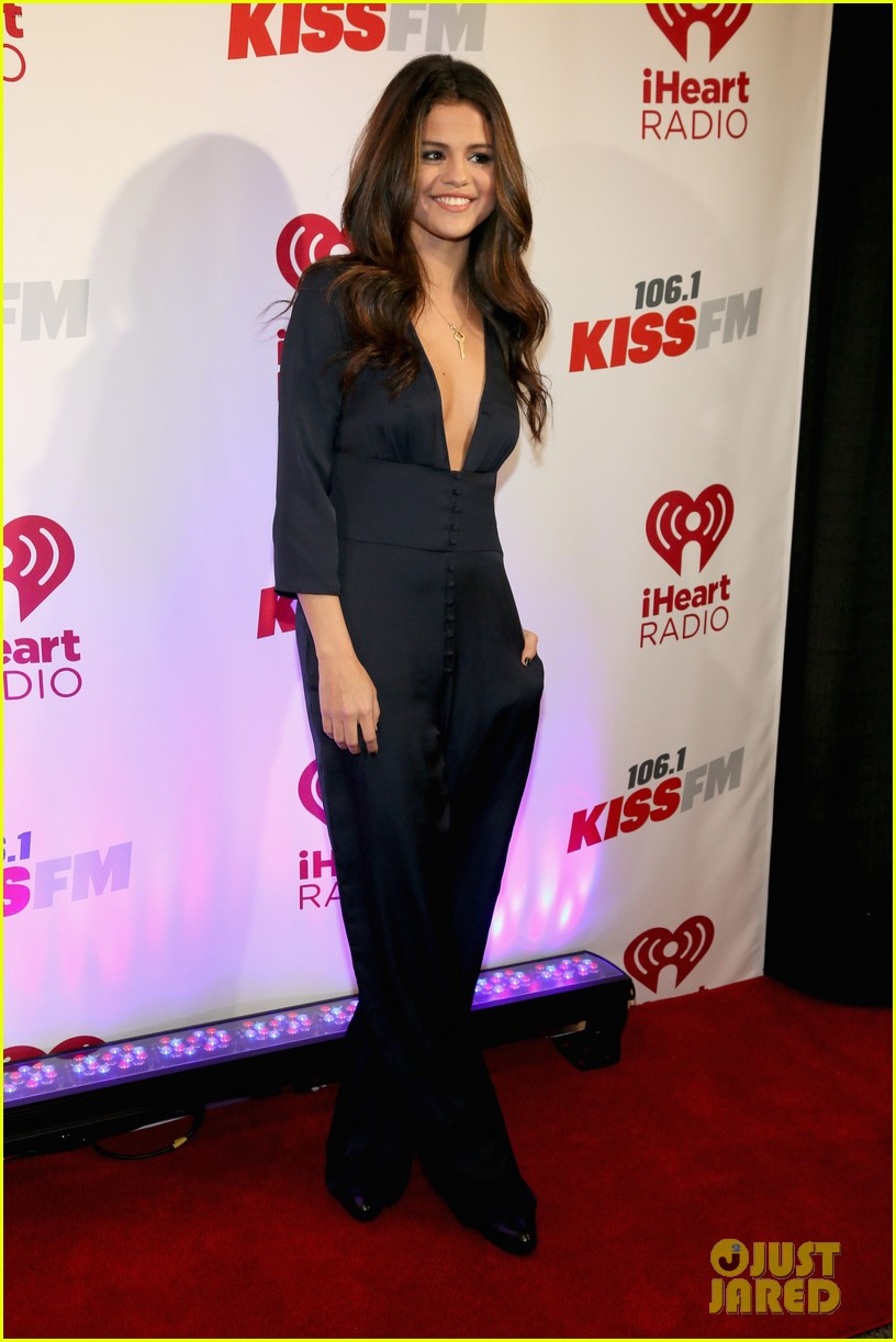 selena gomez ariana grande 1061 kiss fm jingle ball 093003805
