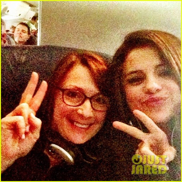 selena gomez makes new friend on flight gets unicef donation 03