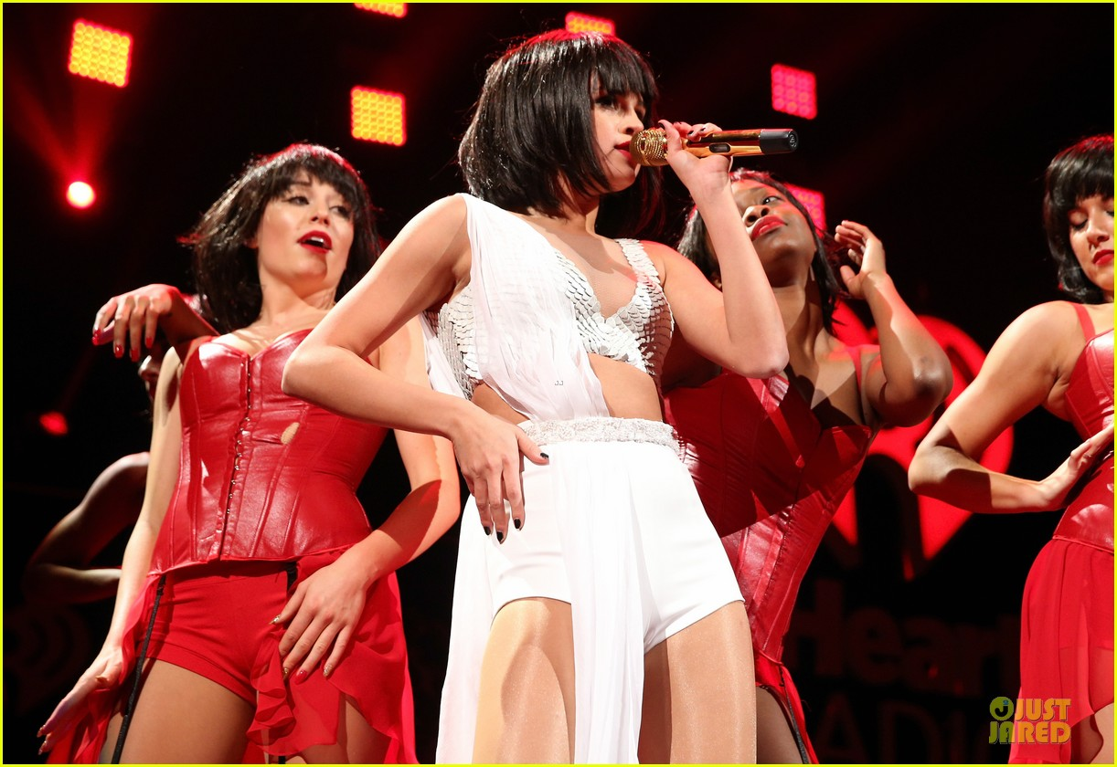 selena gomez sports wig for 1061 kiss fm jingle ball 18