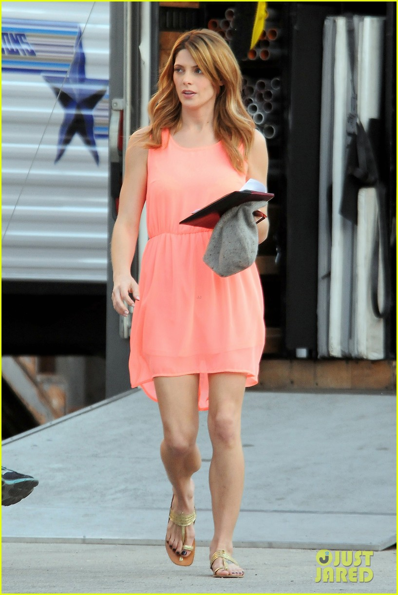 ashley green wears little pink dress for burying the ex 01