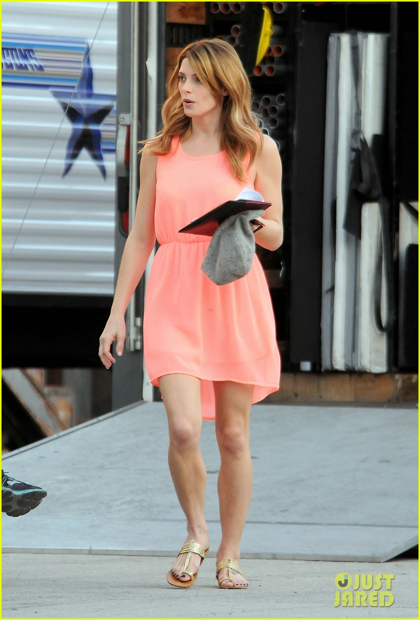 ashley green wears little pink dress for burying the ex 10