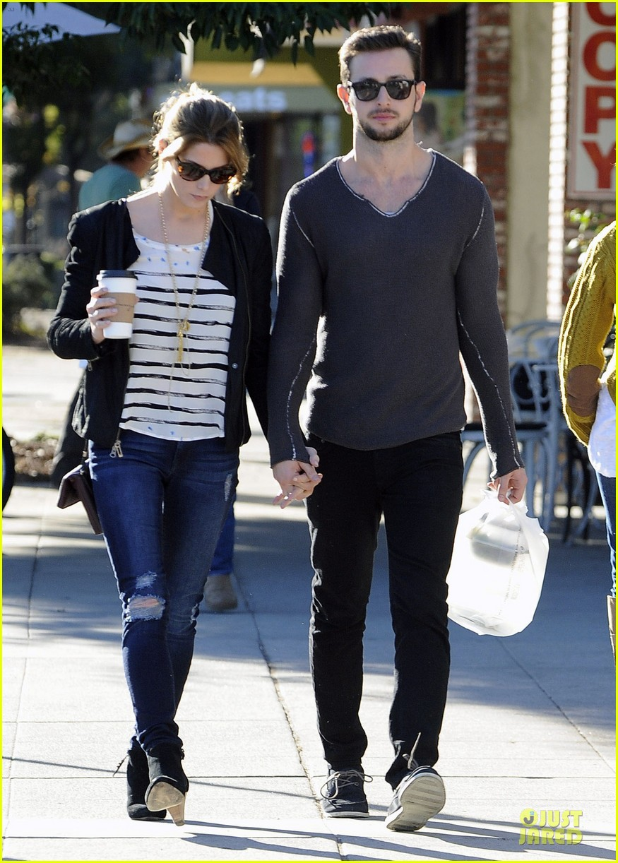 "ashley greene dating 2013 Ashley greene will be ringing in the new year with a new fiancé and a sparkly engagement ring on thursday, the a photo posted by ashley greene (@ ashleygreene) on dec 24, 2016 at 6:42pm pst greene shared a video of the big next step in life with you"" the couple has been dating since 2013."