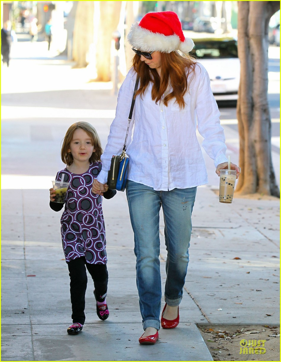 alyson hannigan sports santa hat on christmas eve 17
