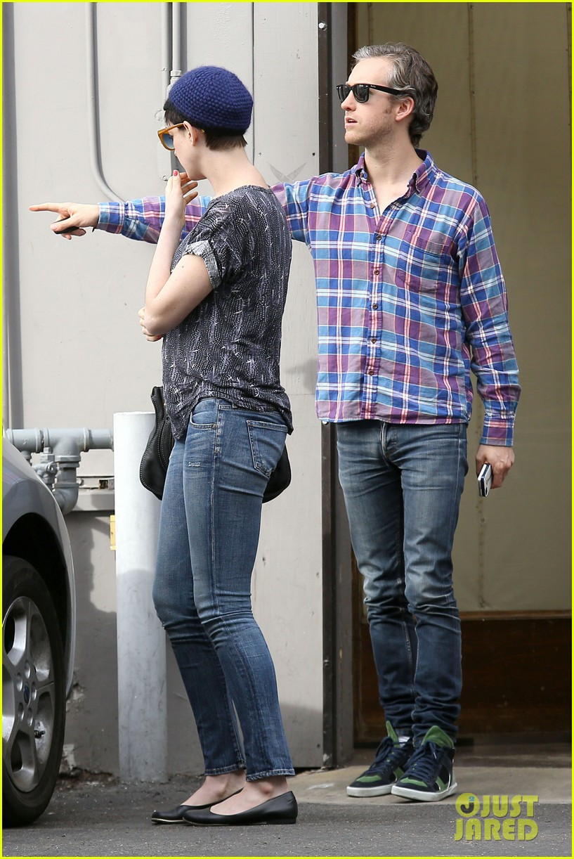 anne hathaway adam shulman flat tire after meal 02