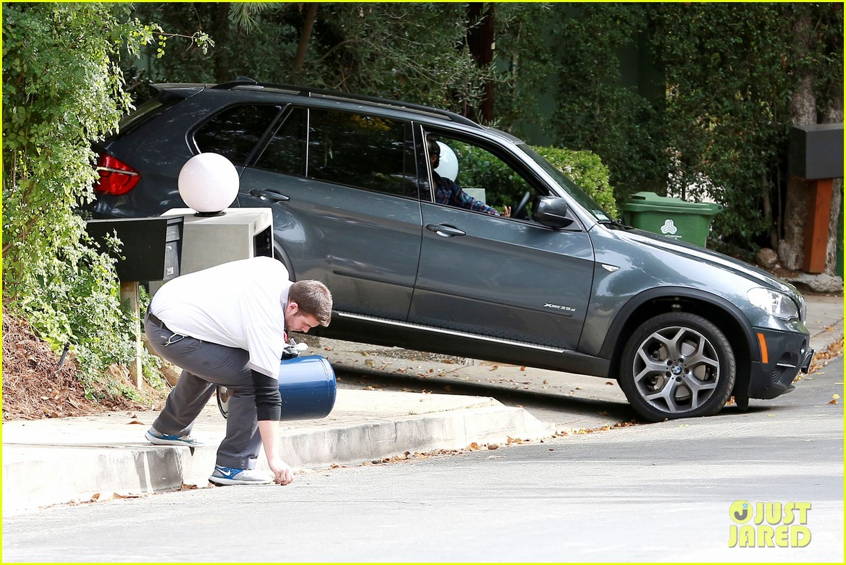 anne hathaway adam shulman flat tire after meal 213004179
