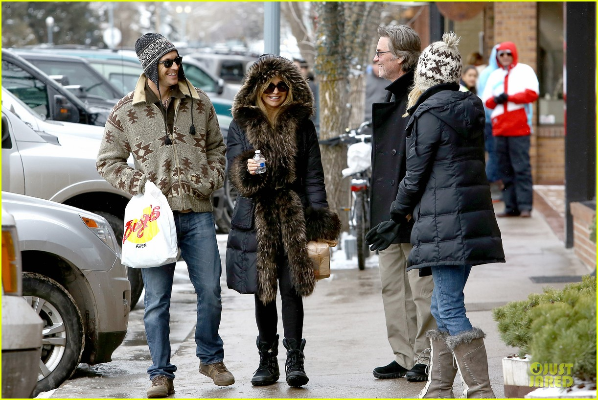 goldie hawn kurt russell aspen chat with melanie griffith 273017522