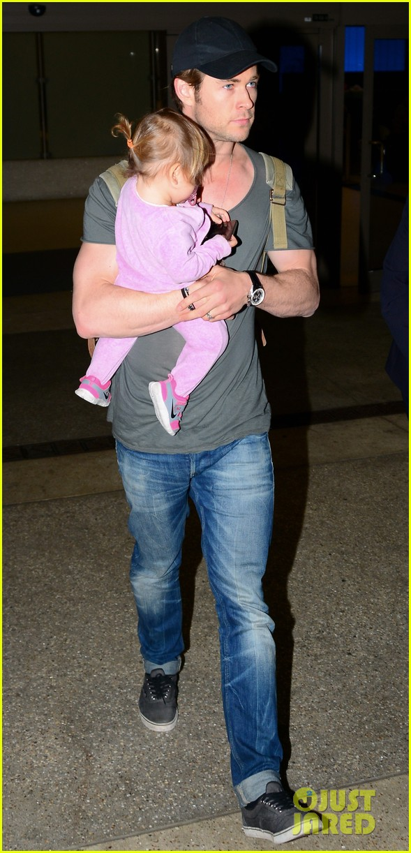 chris hemsworth carries india in his huge arms at lax 03