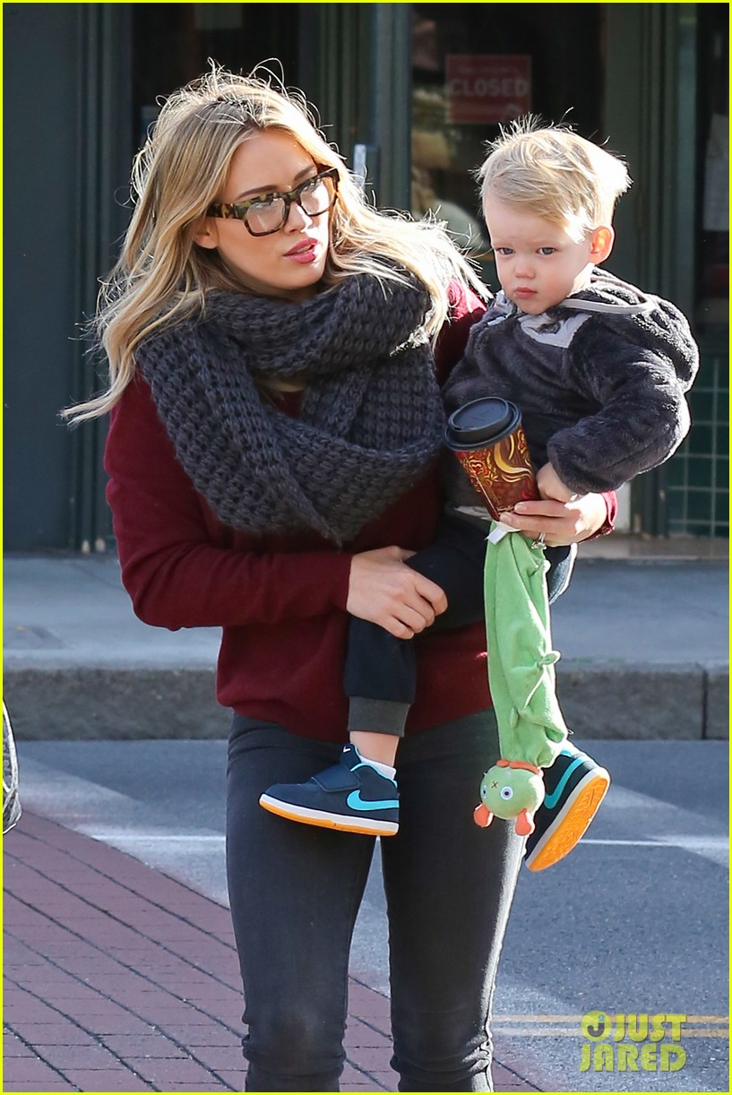 hilary duff busy weekend with her boys 02