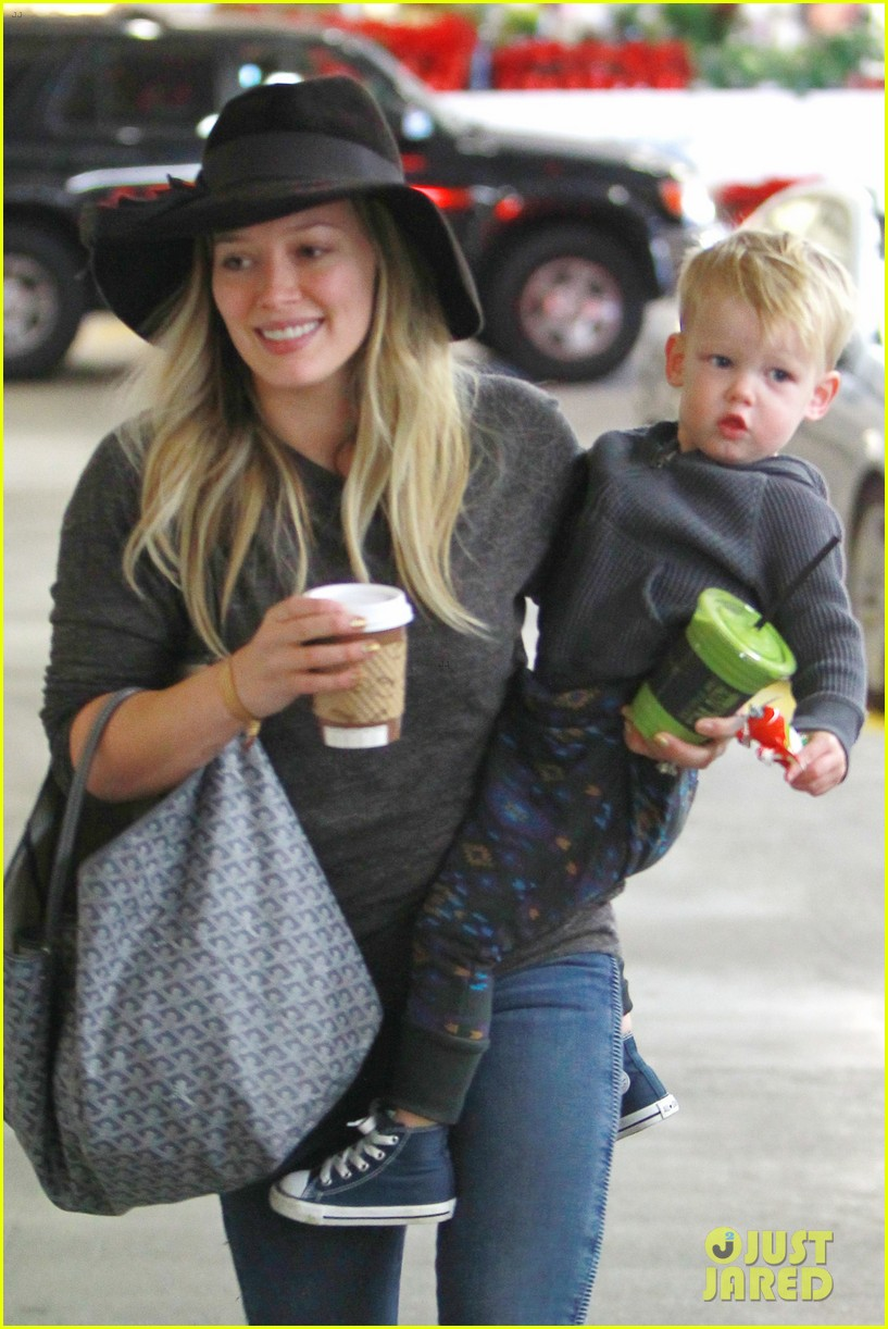 hilary duff busy weekend with her boys 03