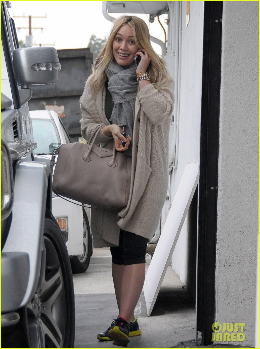 hilary duff busy weekend with her boys 04