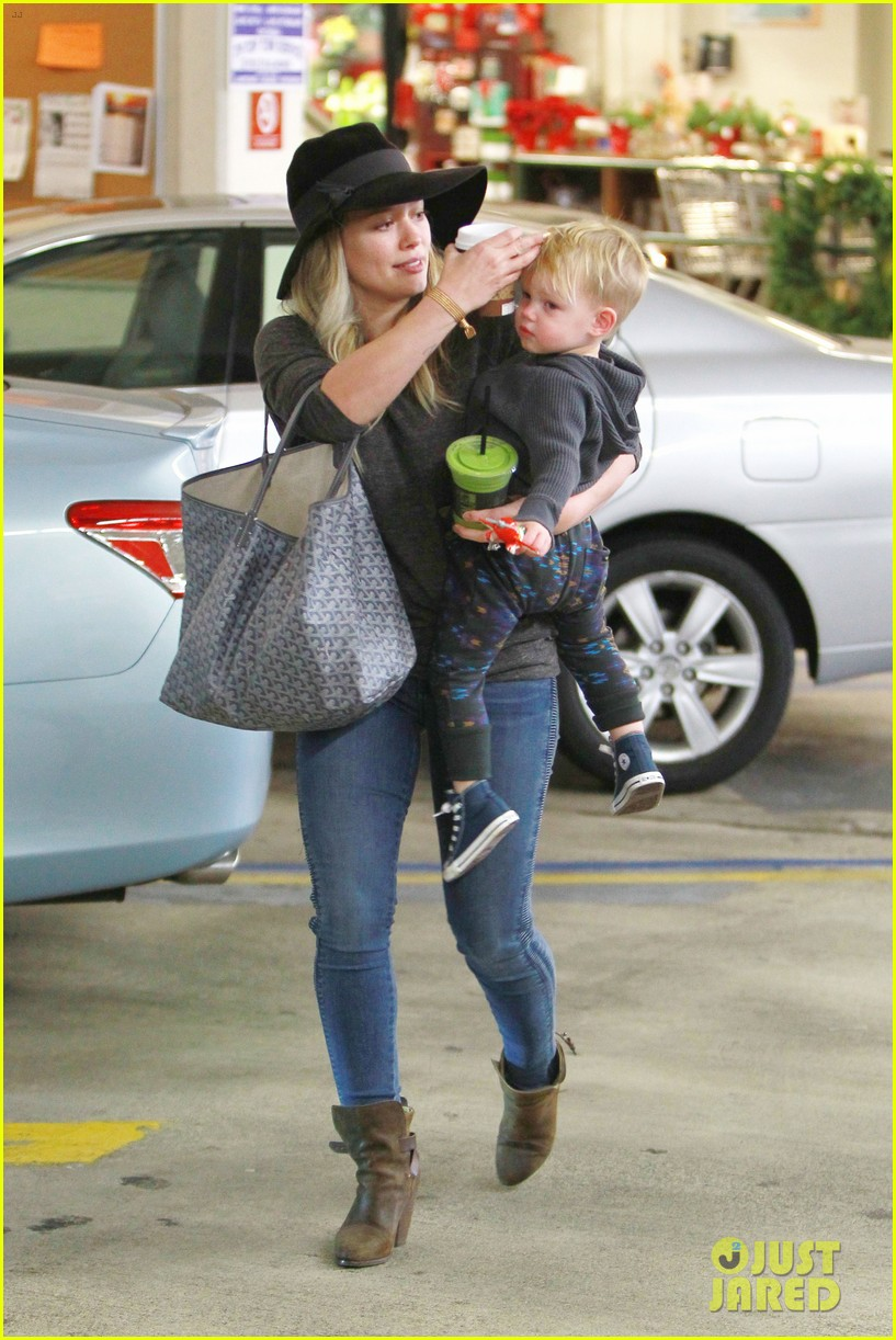 hilary duff busy weekend with her boys 06