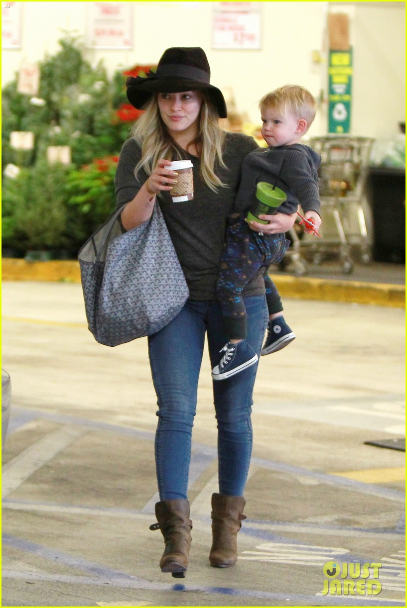 hilary duff busy weekend with her boys 07