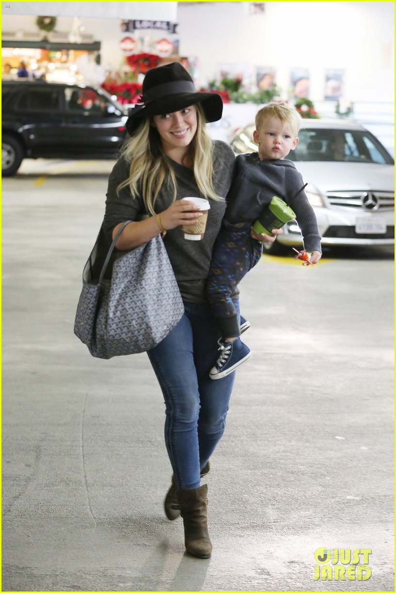 hilary duff busy weekend with her boys 15