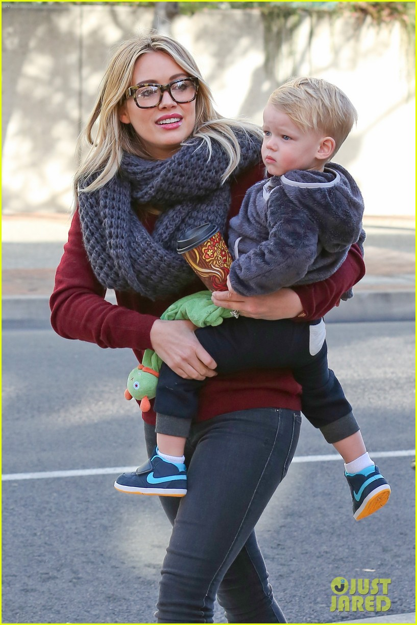 hilary duff busy weekend with her boys 29