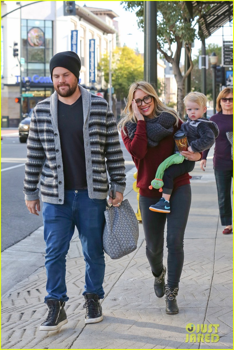 hilary duff busy weekend with her boys 313007819